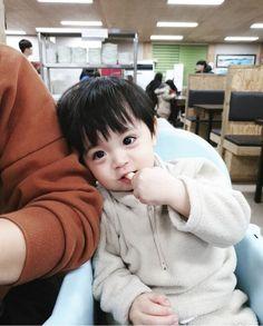 Cute Baby Boy, Cute Little Baby, Lil Baby, Little Babies, Cute Boys, Kids Boys, Baby Kids, Cute Asian Babies, Korean Babies