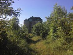 Renesančný kaštieľ v Dolnej Mičinej postavili v druhej polovici 16. storočia na gotickom základe.