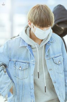 Taehyung 2017, Style Finder, South Korean Boy Band, Rain Jacket, Windbreaker, Raincoat, Denim, Jackets, Outfits