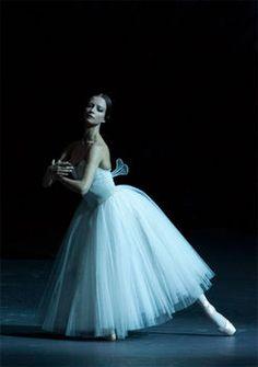 Nina Kaptsova and Mikhail Lobukhin in Bolshoi's Giselle Photos by Elena Fetisova Ballet Poses, Ballet Art, Ballet Dancers, Amy Brown, Dance Photos, Dance Pictures, Dance Photography Poses, Ballet Pictures, Mikhail Baryshnikov