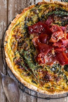 Deep Dish Spinach and Prosciutto Quiche with Toasted Sesame Crust Really nice recipes. Every hour. Baked Pie Crust, Toasted Sesame Seeds, Incredible Edibles, Deep Dish, Prosciutto, Vegetable Pizza, Hummus, Pesto, Spinach