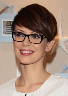 Short hair pixie cut hairstyle with glasses ideas 68