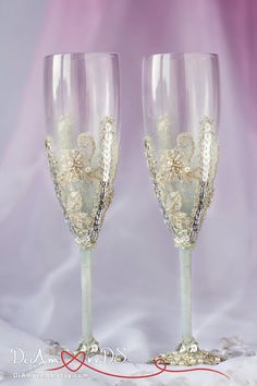 Winter wedding, smoke platinum champagne flutes, bride and groom, frosty wedding, snowflake, king lace, personalized toasting glasses,  2pcs