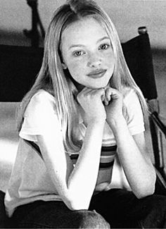 How cute was Amanda Seyfried? The angel-faced actress posed for the Limited Too…