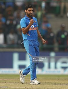 Bhuvneshwar Kumar of India celebrates taking the wicket of Marcus. Cricket Time, World Cricket, One Day International, Cricket Wallpapers, David Warner, Blue Army, Gentleman, Celebrities, Celebrity