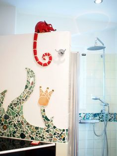 Bad mit Mosaik und Chamäleon als Mosaik-Keramik-Hybrid.