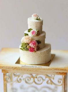Decorating cake with lace