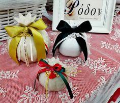 χειροποίητα γούρια www.rodon.site Gift Wrapping, Table Decorations, Gifts, Home Decor, Paper Wrapping, Presents, Homemade Home Decor, Wrapping Gifts, Favors