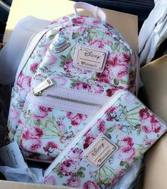 Cute bags n things Cute Mini Backpacks, Stylish Backpacks, Girl Backpacks, Chanel Handbags, Purses And Handbags, Disney Purse, Girls Bags, Cute Bags, Backpack Purse