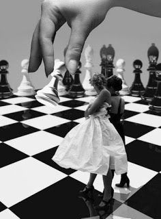 Chess pieces, chess и black white photos. Black White Photos, Black And White Photography, Style Tim Burton, Frida Art, Chess Pieces, Through The Looking Glass, Op Art, Alice In Wonderland, Art Photography