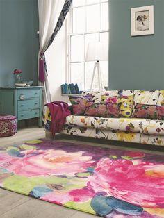 Teppich Cait von Bluebellgray im Aquarell-Stil mit einem Blumenmotiv bestehend aus fröhlich leuchtenden Farben.