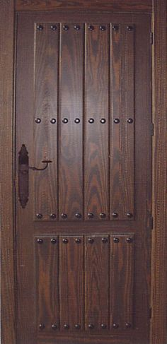 Presupuestos puerta de Interior rústica en madera maciza, con tablas verical y clavos, herrajes a juego, para solicitar presupuesto  sigue el enlace;  http://www.comprema.com/presupuestos