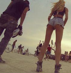 Candice Swanepoel rocks her 501 shorts at Burning Man 2014.