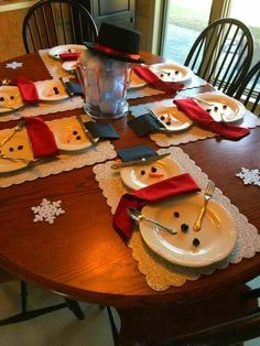 Christmas Table Decoration 2020 101 Ideas to Copy photos amp advice Xmas Table Decorations, Outside Christmas Decorations, Christmas Table Centerpieces, Christmas Table Settings, Diy Christmas Ornaments, Christmas Crafts, Christmas Ideas, Christmas Tree, Elegant Christmas