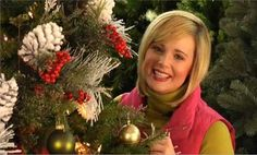 Video: How to Decorate a Christmas Tree