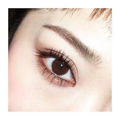 今日はオーソドックスなブラウン囲みアイ✨ .  ローラメルシェのシングルシャドウ「バロック」(パレットの中下)でアーモンド形に囲んで、目の際は重ねて深さを出します  シャドウがっつりな時はアイライン極細で .  マスカラはしっかりカールさせて、根元からピンとなるように唱えながらマスカラ塗る(笑)  #makeup #mascara #instalike #メイク #アイメイク #今日のメイク #ヘアメイク #instahair #instamakeup #美容 #beauty #学校 #仕事 #美容師 #diet #ダイエット #monster #redbull #火曜 #マミメイク #アイライン