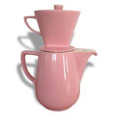 Vers 1950... la cafetière 9 tasses, le porte filtre,  Mélitta. Couleur rose. Filtre: hauteur 11cm, diamètre 13cm. pour égayer votre cuisine
