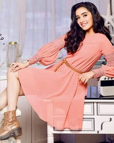 Bollywood Heroine Photo, Bollywood Actress Hot Photos, Indian Bollywood Actress, Bollywood Girls, Beautiful Bollywood Actress, Most Beautiful Indian Actress, Bollywood Fashion, Bollywood Stars, Frock Fashion