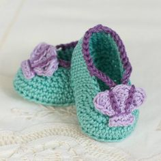 Learn how to create these whimsically adorable mermaid baby booties, a perfect additiThanks so xox ☆ ★   https://uk.pinterest.com/peacefuldoves/ on to any little girl's wardrobe!
