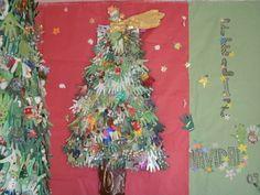 Árbol de Navidad con las manos de todo el colegio