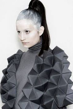 Geometric Fashion with faceted structure - shape & volume; wearable art // Rachel Poulter - Tiled surface of mosque Origami Fashion, 3d Fashion, Fashion Details, High Fashion, Fashion Design, Textile Manipulation, Structured Fashion, Avantgarde, 3d Mode