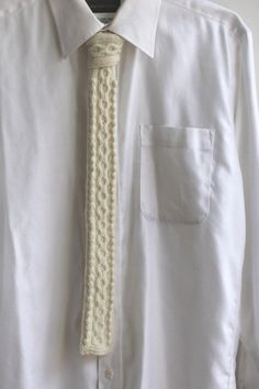Etsy の SALE / cable knit tie/ wool white by CresusArtisanat