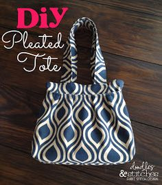 Doodles & Stitches: DIY Pleated Tote