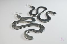 Silver Aluminium  wire Earrings hammered snake by Violanima