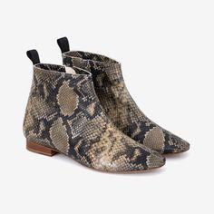 Snake print boots for Autumn days Käärmekuvioidut bootsit syksyyn Snake Print Boots, Python Print, Autumn Day, Leather Design, Ankle, Shoes, Fashion, Moda, Zapatos