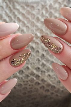 22 Nude Nail Art Ideas to Mix Up Your Basic Manicure Pale Nails, Neutral Nail Art, Healthy Skin Care, Make A Person, First They Came, Little Sisters, You Nailed It, Fall Fashion, Style Fashion