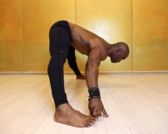 When Keith Mitchell, the former NFL linebacker turned yogi stopped by Yoga Shanti in Manhattan recently, he showed us a few moves (featured below) to help create space in the lower back. He teaches Iyengar Yoga, Ashtanga Yoga, Vinyasa Yoga, Yoga Sequences, Yoga Poses, Meditation, Yoga Anatomy, Pilates Reformer, Pilates Yoga