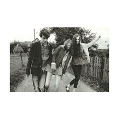 black and white, friends, girls happy, old, style ❤ liked on Polyvore