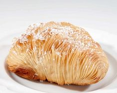 Here we present the authentic Italian sfogliatelle recipe. This delicious pastry is one of the most famous of the pasticceria Napoletana, very delicious. Italian Pastries, Italian Desserts, Italian Recipes, Puff Pastries, Italian Bakery, Dessert Chef, Dessert Recipes, Sfogliatelle Recipe, Pastry Recipes