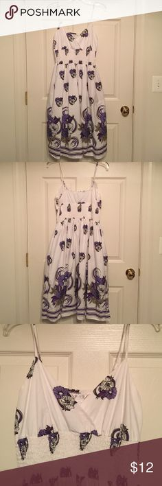 💞 Purple and White Print Dress 💞 EUC Connection 18 Dress.  The dress straps are adjustable, has side zipper and is lined.  Dress is made of 100% Cotton.  Worn one time.  In mint condition.  Smoke-free, pet free home. Connection 18 Dresses Midi