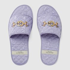Women's slide sandal with Interlocking G Horsebit Guccio Gucci, Gucci Gifts, Women Slides, Lipstick Collection, Slide Sandals, Flat Sandals, Beautiful Lingerie, Designing Women, Shopping Bag