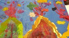 """Martedì scorso al centro di lettura """"L' Albero dei libri"""" abbiamo letto """"Il re in bicicletta"""" di Nadia Bellini, con le illustrazioni di Alessandro Sanna.  A partire da queste illustrazioni ci siamo chiesti: quanti modi esistono per usare l'acquerello? Ne abbiamo scoperti alcuni con il secondo laboratorio """"Quando si fondono i colori"""" :)  #lalberodeilibri #lalucertola #fatabutega #ravenna"""