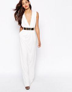 Maxi robe blanche décolleté plongeant large ceinture dorée AQ/AQ - ClicknDress