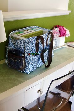 thirty-one utility tote organization idea, I want one for my sewing machine Thirty One Utility Tote, Organizing Utility Tote, Tote Organization, Organizing Bags, Sewing Basics, Sewing Hacks, Sewing Projects, Post It Pad, Couture Main