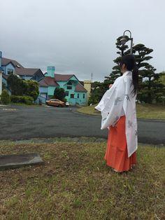 掛川市のこの街並みに、ランタシード      の建築が始まります。 今日は、雨の合間に地鎮祭ができました。   北米が中心の街並に北欧スタイルの住宅です。  敷地の高低差を活かして、テラスを設けたプランとなっています。 詳しくは http://naturefield.jp/73520/?p=5&fwType=pin