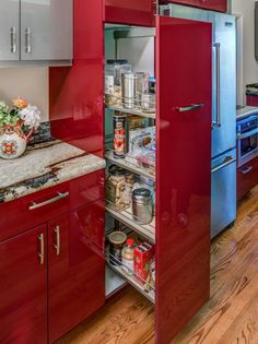 Red kitchen cabinets have some stylish ideas to bring kitchen beautiful and interesting. You can bring it by one of 20 stylish ways to work with red kitchen cabinets. I will tell you the reason why this year will be the year of red kitchen cabinets. Red Kitchen, Kitchen Colors, Home Decor Kitchen, Kitchen Interior, Home Kitchens, Kitchen Ideas, Decorating Kitchen, Glossy Kitchen, Ikea Kitchens