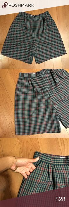 Karen Scott golf shorts 🏌🏻‍♀️ Vintage mod super high waisted green and red pleated oxford golf shorts ! This is such a cute staple piece for fall/winter Karen Scott Shorts