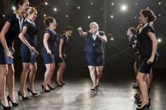"""Schlummert ein Tanz-,Gesangs-, oder Schauspieltalent in Euch? Dann ist unser neues Gewinnspiel genau das Richtige! Wir verlosen einen Musical-Workshop der Stage School Hamburg, sowie eine DVD der College-Komödie """"Pitch Perfect"""""""
