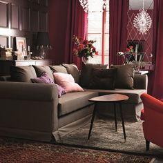 Salón en tonos marrón y rojo #decoración #sofá #elegante #clásico