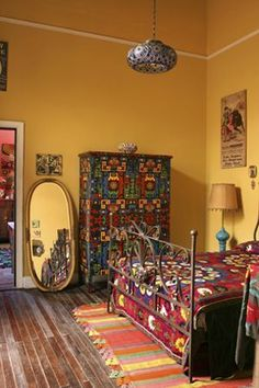 Bohemian Bedroom Decor Ideas - Figure out ways to master bohemian room decoration with these bohemia-style areas, from diverse bedrooms to unwinded living spaces. Bohemian Interior Design, Bohemian Decor, Vintage Bohemian, Dark Bohemian, Bohemian Room, Vintage Modern, Modern Bohemian, Interior Flat, Yellow Interior