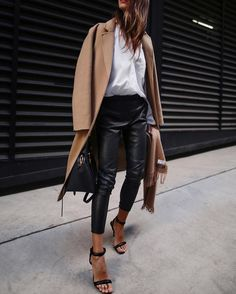 The best looks with leather pants! - - The best looks with leather pants! Street Style Outfits, Mode Outfits, Fall Outfits, Casual Outfits, Fashion Outfits, Womens Fashion, Converse Outfits, Workwear Fashion, Classy Outfits