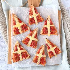 Mini mijter pizza's Saint Nicolas, Baking With Kids, Veggie Recipes, Italian Recipes, Kids Meals, Love Food, Holiday Recipes, Catering, Bakery