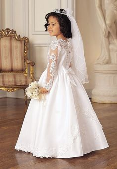 Maria First Holy Communion Dress  like the sleeves