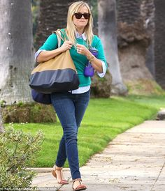 Reese Witherspoon - casual cool!