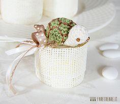 Vorresti confezionare una bomboniera così? Inizia dalla #tartaruga #amigurumi. Schema free nel blog.