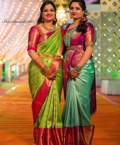 Gorgeous ladies are slaying the beauty game with beautiful saree with contrast border and minimalistic make-up, true… Wedding Saree Blouse Designs, Half Saree Designs, Pattu Saree Blouse Designs, Silk Saree Blouse Designs, Blouse Patterns, Saree Wedding, Wedding Dresses, Half Saree Lehenga, Saree Look